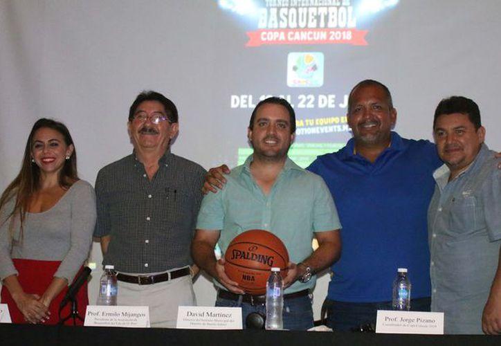 Los organizadores presentaron el evento a los medios de comunicación. (Ángel Villegas/SIPSE)