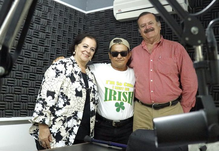 """Esperanza Nieto, José Luis Loría Méndez y Jorge Barrera durante la transmisión de """"Salvemos una vida"""".  (José Acosta/ Milenio Novedades)"""