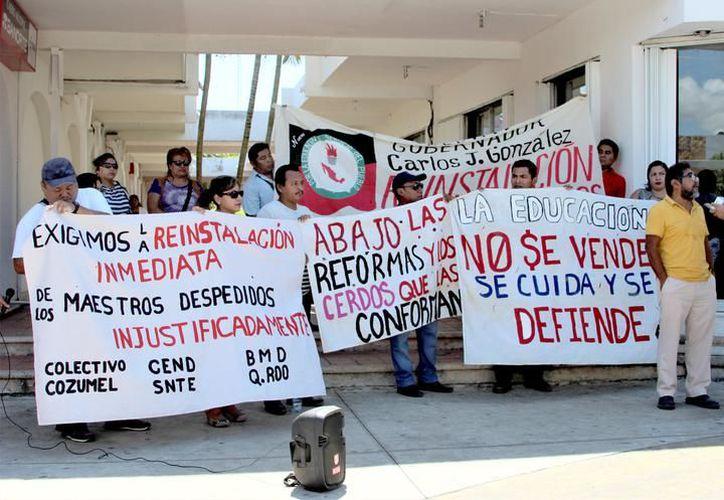 Los profesores cesados desconocen los motivos por los que la SEyC canceló la reunión. (Foto: Benjamín Pat / SIPSE)
