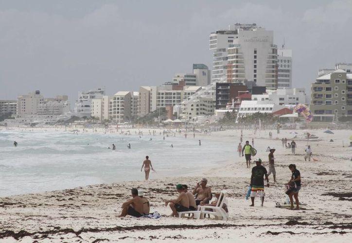 Los atractivos con los que cuenta Cancún, atraen a más turistas cada año. (Sergio Orozco/SIPSE)