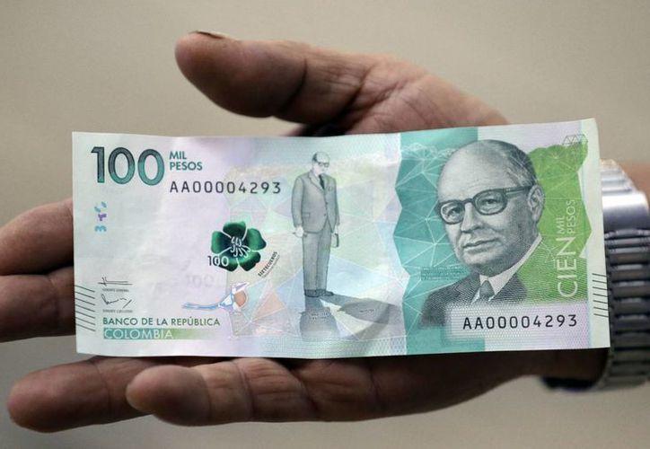 Este jueves, al poner en circulación el billete de más alta denominación, Colombia comenzó a despedirse de sus próceres que ilustraban el papel moneda. (AP)
