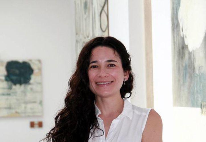 'El tema de la exposición es acerca de los ciclos y es abordado de una manera abstracta, acompañados de materiales, dibujos o formas que simulan algo orgánico, haciendo referencia a los saludos y las despedidas', señaló en entrevista la artista Esmeralda Torres. (Jorge Acosta/Milenio Novedades)