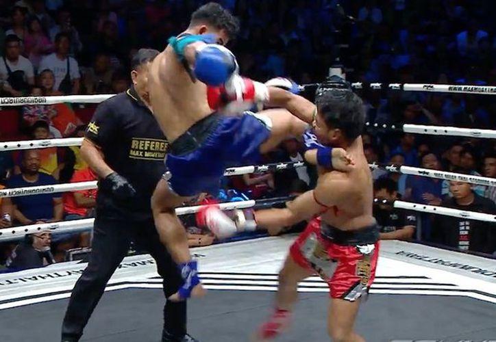 Siam Petchnapachai venció a Chor Rungsanchai gracias a una patada voladora que le propinó en el rostro. (Foto: Reuters)