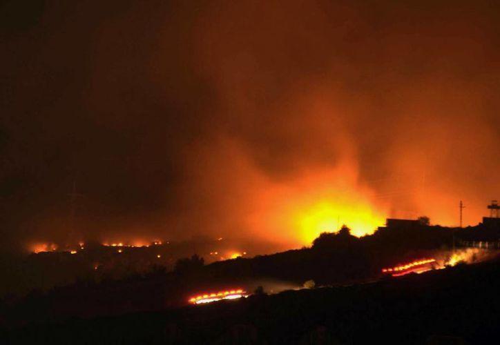 Los bomberos ya realizan las labores de rescate correspondientes. (Agencias)