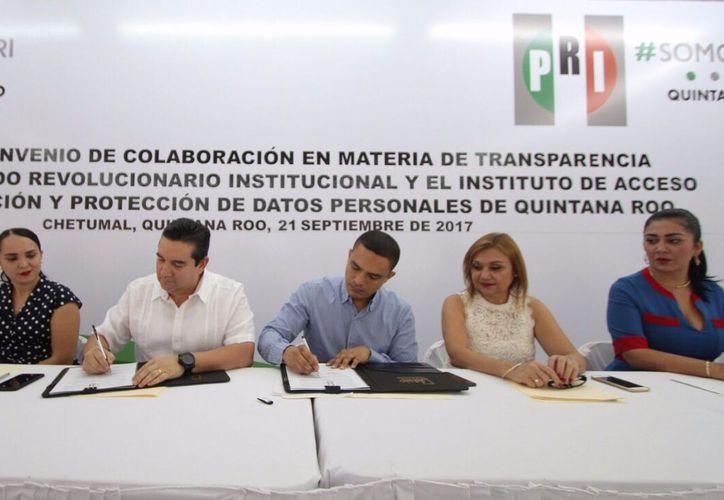 El PRI firma un convenio para garantizar el cumplimiento de las obligaciones en materia de transparencia. (Benjamín Pat/SIPSE).