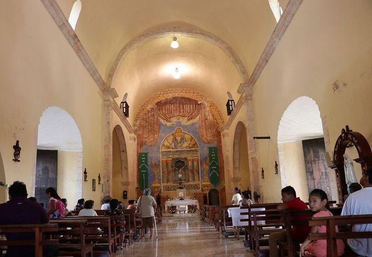En el templo católico destacan detalles como las torres, son redondas y de tres niveles. (Fotos: Jorge Acosta)