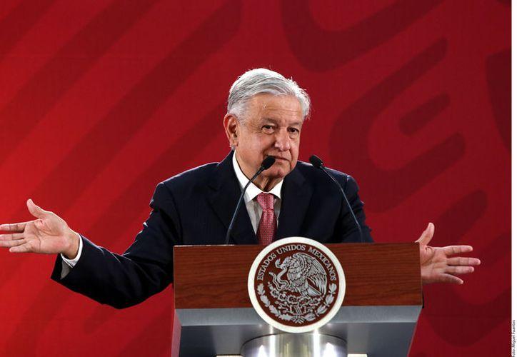 El mandatario mostró su inconformidad de realizar la consulta sobre su permanencia en la Presidencia. (Foto: Reforma/ Miguel Fuantos)