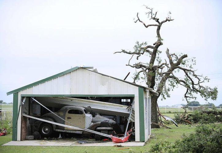 La madrugada del miércoles medio centenar de tornados azotaron varios estados del centro del país y dejaron una mujer muerta, una docena de heridos, además de cuantiosos daños materiales. (EFE/Archivo)