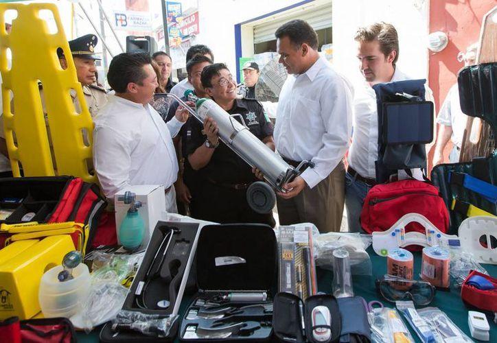 Los cuerpos de seguridad y salud pública de Kanasín cuentan nuevos equipo de radio comunicación, para ambulancias y nuevos vehículos de traslado médico. (Cortesía)