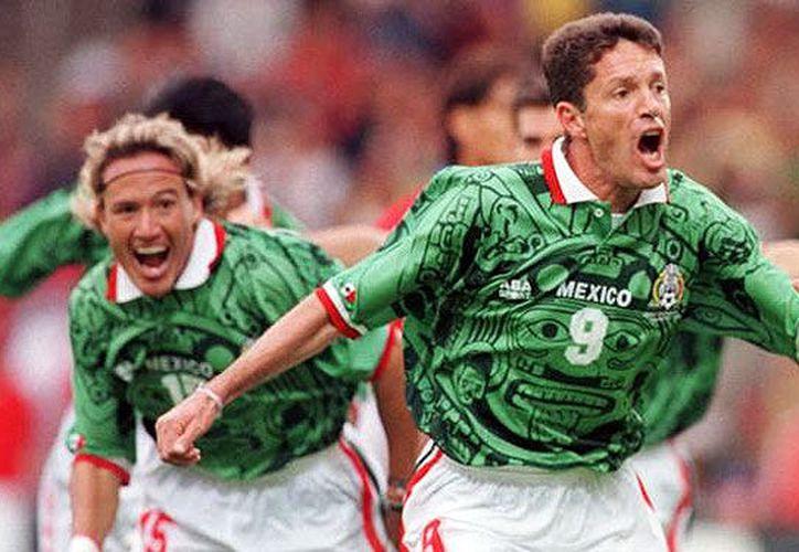 La inolvidable vestimenta que portó la Selección en el Mundial de Francia 1998 está en el lugar 11 de la lista. (Foto: Contexto/Internet)