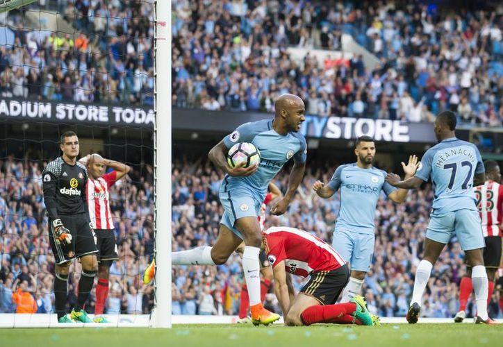 Manchester City consiguió sus primeras tres unidades en los últimos minutos del encuentro.(Jon Super/AP)