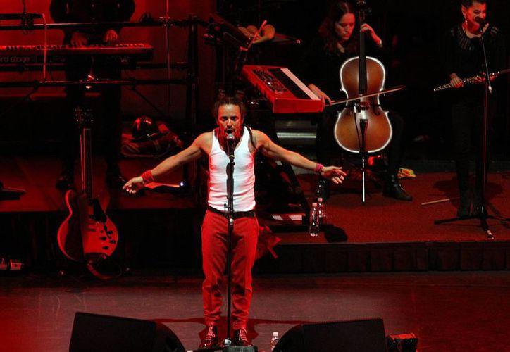 Café Tacuba se presentó en el Auditorio Nacional ante cientos de personas las cuales no pararon de canta y balar todos sus éxitos. (Notimex)
