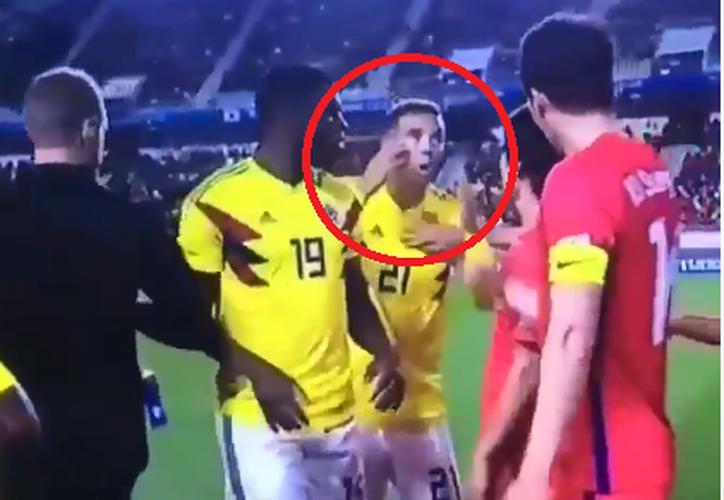 Edwin Cardona realizó seña ofensiva a jugadores de Corea del Sur. (Contexto/Internet).