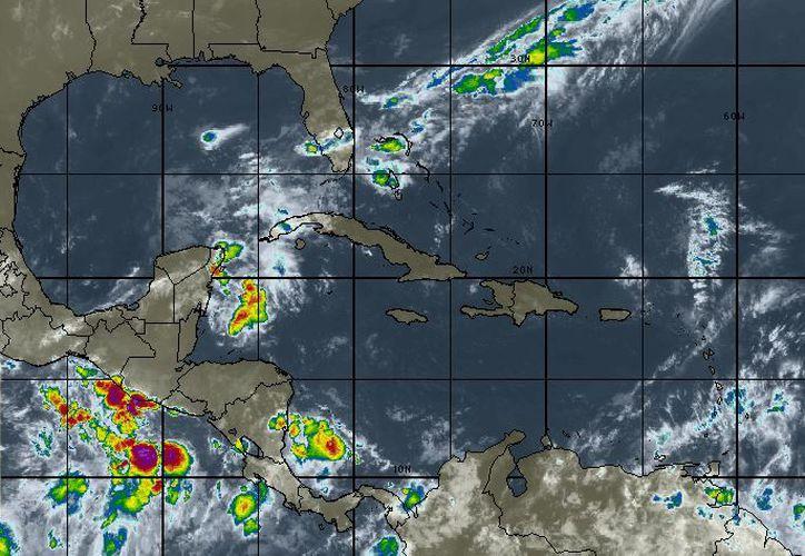 Se pronostica cielo medio nublado, 60% de probabilidad de tormentas muy fuertes en Yucatán y Quintana Roo. (Intellicast)