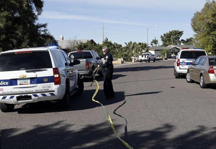 El Departamento de Policía de Phoenix y la Oficina del Procurador del Condado de Maricopa ofrecen una recompensa de 30 mil dólares a cualquier persona que proporciona información del homicida en serie. (Foto de contexto de KNXV ABC-15.com via AP)
