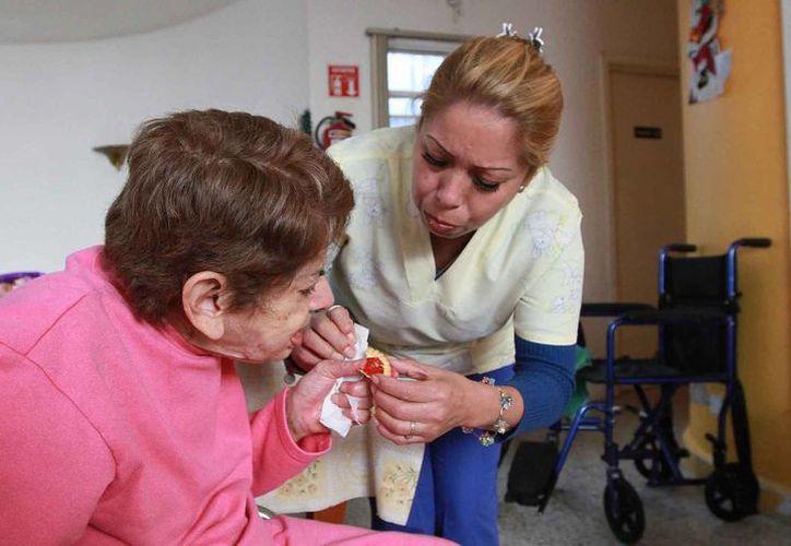 Los ancianos necesitan atención cálida y de calidad. (Notimex)