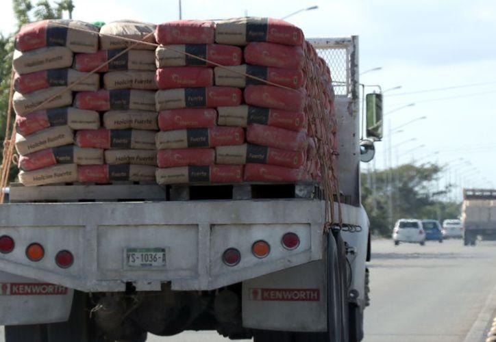 El cemento es un insumo básico para el sector de la construcción. (Foto: Milenio Novedades)