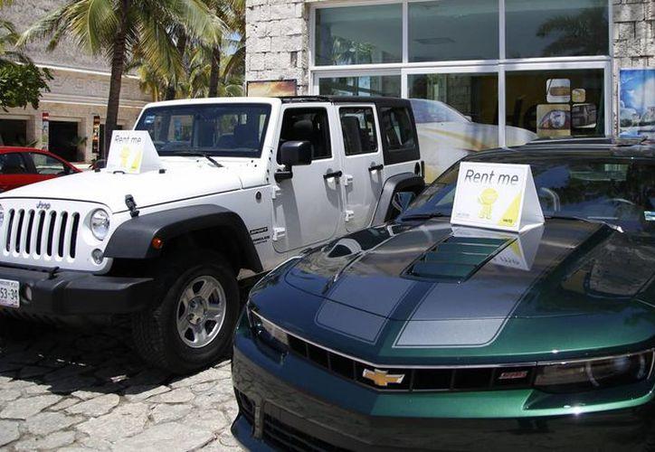 Las oficinas de turismo de Playa del Carmen, Tulum y Cancún trabajan en homologar la tarjeta de circulación para autos rentados. (Israel Leal/SIPSE)