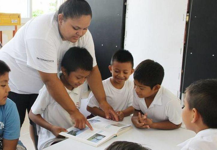 Esta semana, estudiantes de tercero de primario acudieron a un círculo de lectura con motivo del aniversario del Estado. (Redacción/SIPSE)