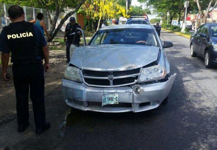 A pesar de lo aparatoso del impacto, no hubo lesionados y solo daños materiales. (Irving Canul/SIPSE)
