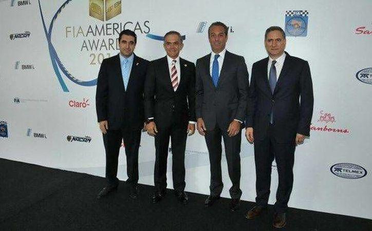 El jefe de Gobierno de la Ciudad de México, Miguel Mancera (foto) y el piloto Sergio 'Checo' Pérez fueron premiados en el Autódromo Hermanos Rodríguez. (foto tomada de 24-horas.mx)