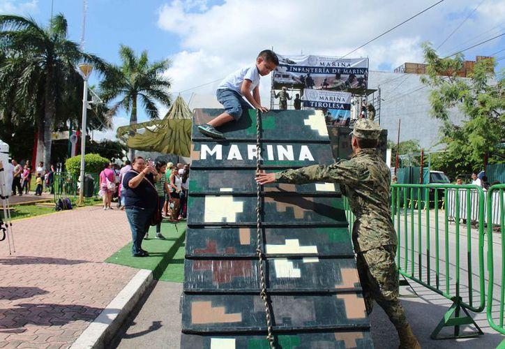 Estudiantes de escuelas de nivel básico arribaron a la exposición. (Octavio Martínez/SIPSE)