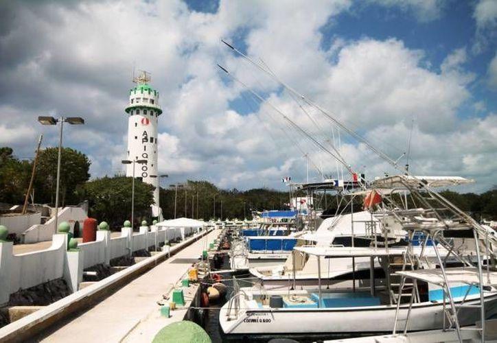 La Apiqroo tendrá la concesión de la banda pública en donde atracan los barcos que dan servicio a la empresa Calica. (Archivo/SIPSE)