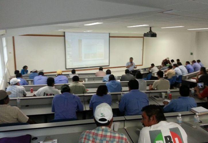 Participaron 30 cabos, 14 comisariados ejidales así como personal de las organizaciones cañeras y sus dirigencias. (Edgardo Rodríguez/SIPSE)