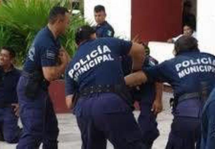 Tras salir gracias al pago de una fianza, un muchacho acudió a denunciar a los policías que lo detuvieron, por abuso de autoridad.  (Contexto/INTERNET)