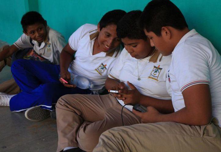 El bullying ya no se queda sólo en las escuelas, ahora se practica también por internet y vía celular. (Adrián Barreto/SIPSE)