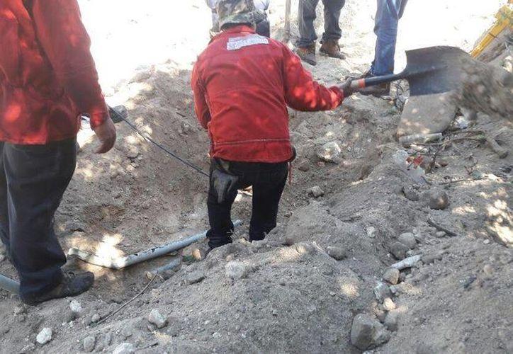 Técnicos especializados de Telmex acudieron al sitio para comenzar la reparación. (Cortesía/ SIPSE)