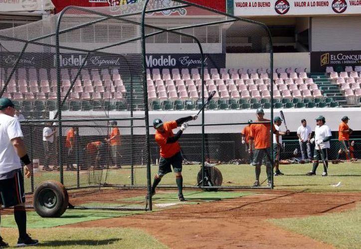 Los Leones de Yucatán preparan sorpresas para los asistentes al juego inaugural en el estadio Kukulcán. (SIPSE/Archivo)