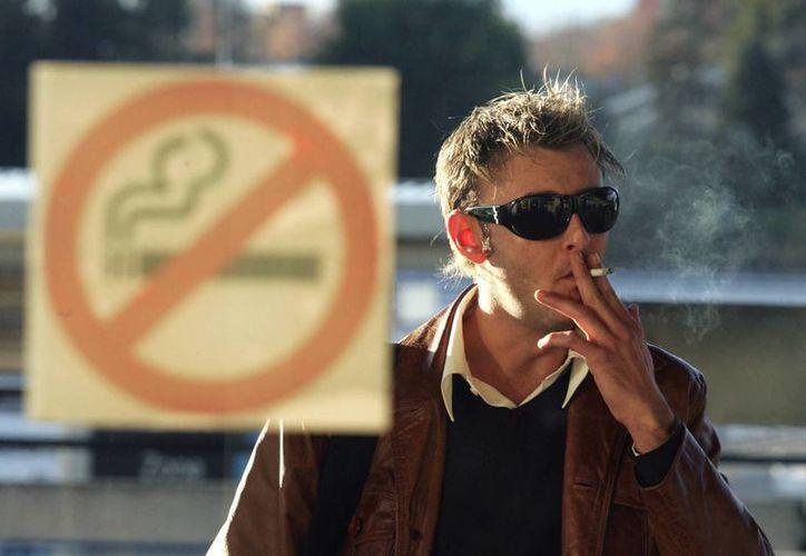 Estiman que el 80% de los fumadores neoyorkinos iniciaron a los 21 años. (EFE)