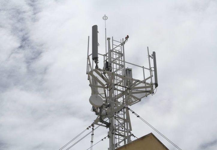 Los vecinos argumentan que la empresa telefónica no cuenta con los permisos de construcción. (Sergio Orozco/SIPSE)