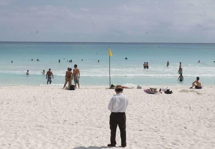 Cancún cuenta con nueve playas públicas para esparcimiento de locales y visitantes, de las cuales tres tiene certificación bandera azul. (Israel Leal/SIPSE)