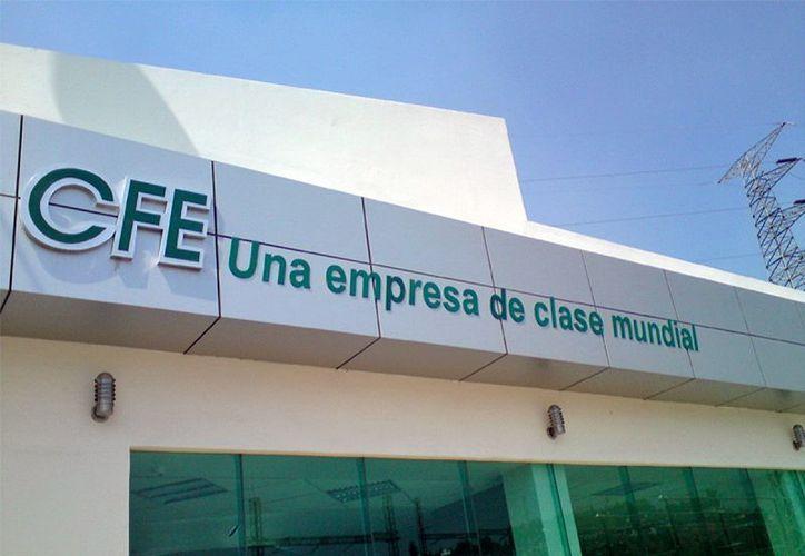 """La ayuda de CFE para que gobiernos liquiden deudas, una """"burla"""", aseguran los empresarios. (Milenio Novedades)"""