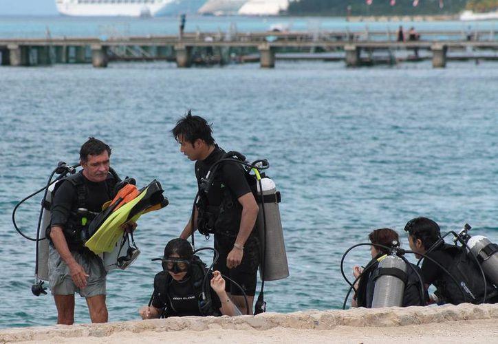 Se estima que en la isla operan cerca de 50 empresas de buceo ilegalmente.  (Gustavo Villegas/SIPSE)