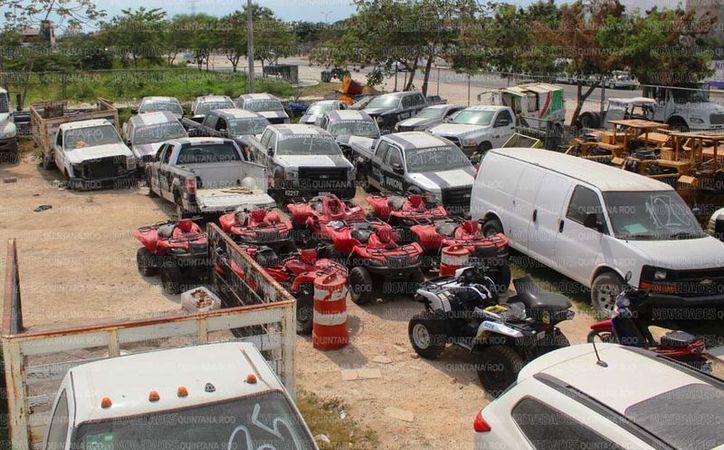 Se han hallado 40 vehículos oficiales inservibles en Solidaridad. (Octavio Martínez/SIPSE)