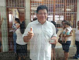Ejerce voto Luis Torres Llanes en Chetumal