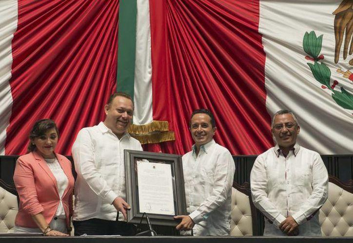 Cientos de ciudadanos de los 11 municipios de Quintana Roo se dieron cita. (Carlos Horta/ SIPSE)