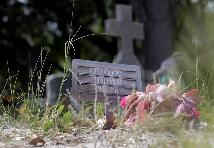 Los investigadores creen que los cuerpos fueron sepultados entre 2005 y 2009. (AP)