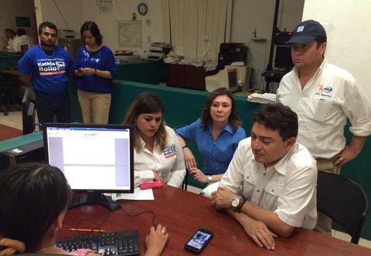 Directivos panistas interponen una denuncia por los hechos violentos que se registraron la noche del domingo en Peto. (SIPSE)