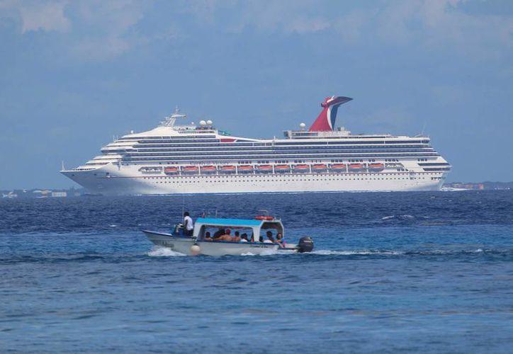 Esta semana llegarán a Cozumel cuatro cruceros no programados, debido al mal clima en el mar Caribe. (Gustavo Villegas/SIPSE)