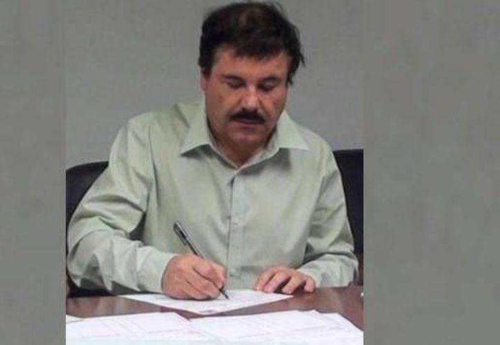 Un sitio web desmintió la noticia que recorrió el mundo sobre que 'El Chapo' había amenazado al Estado Islámico por medio de una carta.  Imagen de archivo del líder del cártel de Sinaloa Joaquín Guzmán. (adnpolitico.com)