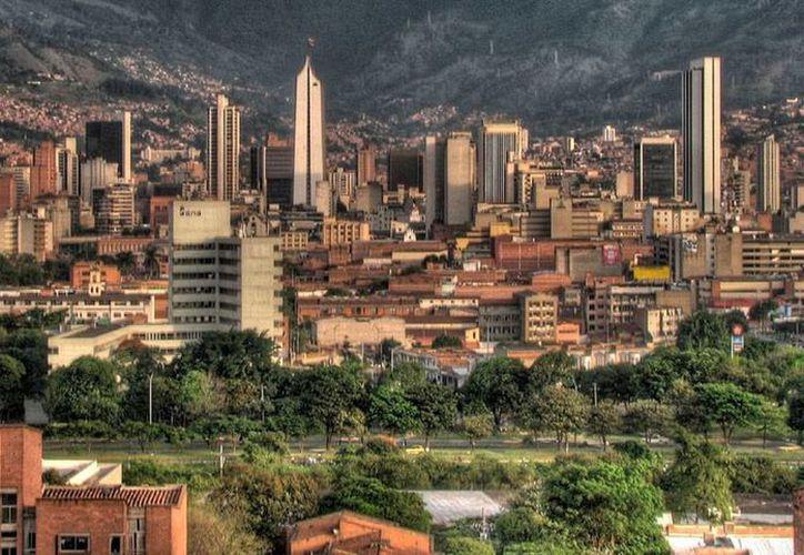 Panorámica de Medellín, Colombia, ciudad desde donde se controlaba el envío de droga a Panamá, según la Policía Antinarcóticos de Colombia, quien este sábado anunció la desarticulación de la red. La imagen es de contexto. (Archivo/siliconweek.com)