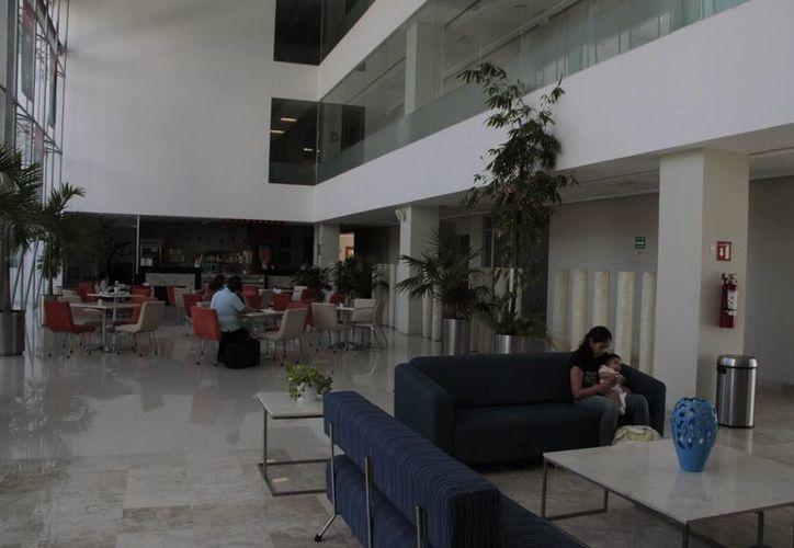 El hospital reciben un promedio de 100 pacientes por mes para realizarse tratamientos con células madre. (Tomás Álvarez/SIPSE)