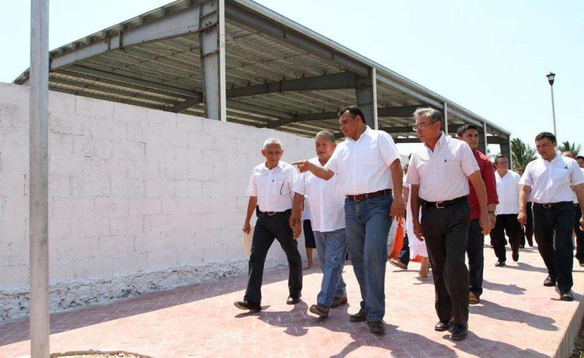 El gobernador Rolando Zapata Bello durante una de sus actividades dominicales. (SIPSE)