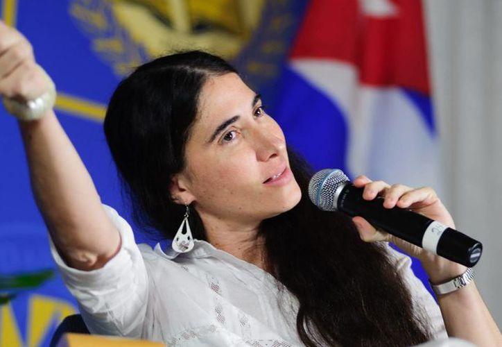 Yoani Sánchez y Vargas Llosa viajarán a Argentina para participar juntos en una actividad. (EFE)