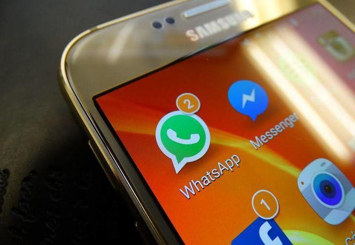 El uso de WhatsApp ha desencadenado situaciones dramáticas en parejas por 'dejarse en visto'. (Christian Coquet/SIPSE)