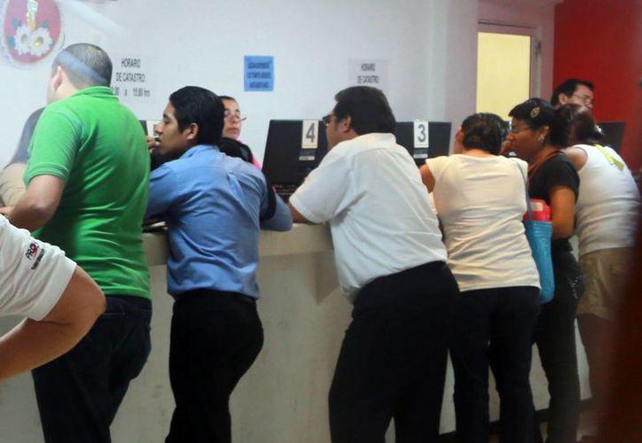 Los microempresarios entregaron sus quejas en el Ayuntamiento. (Luis Soto/SIPSE)